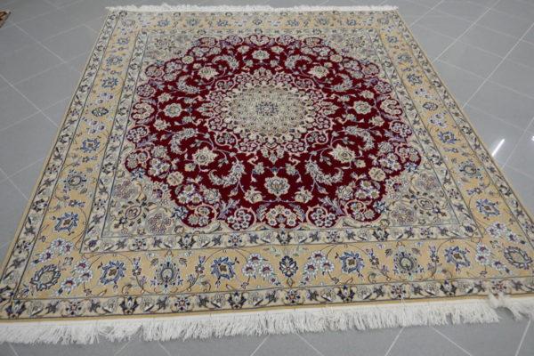 tappeto nain rosso rubino quadrato