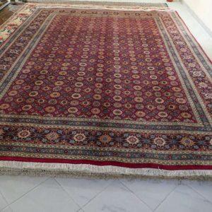 tappeto molto fine rosso senza il medaglione