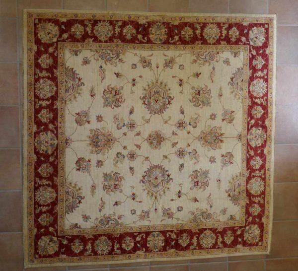 tappeto Ziegler quadrato a fondo avorio