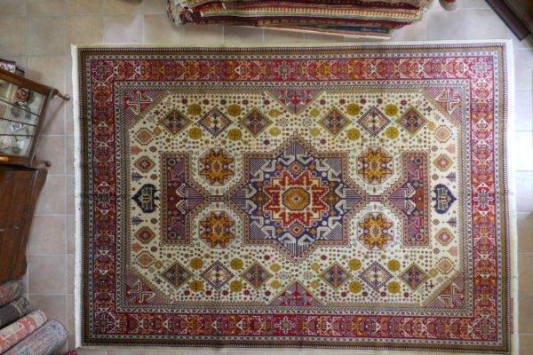 tappeto Azarbaijan Disegno Akstafa fondo avorio grande