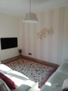 Salone-elegante-con-il-tappeto-Tabriz