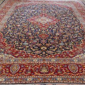 tappeto keshan grande rosso e blu con il medaglione