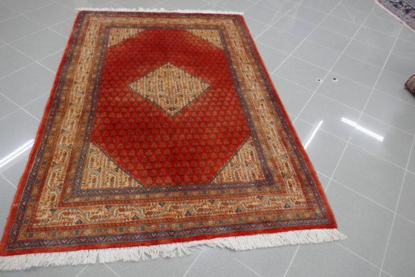 tappeto rosso a piccoli boteh
