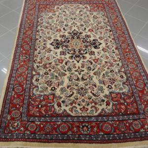 tappeto saruk a fondo chiaro