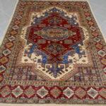 tappeto geometrico con medaglione
