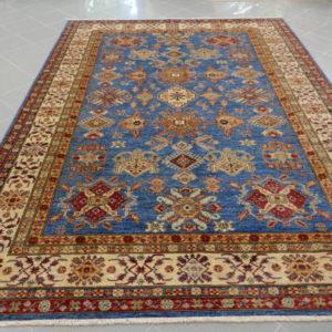tappeto azzurro geometrico