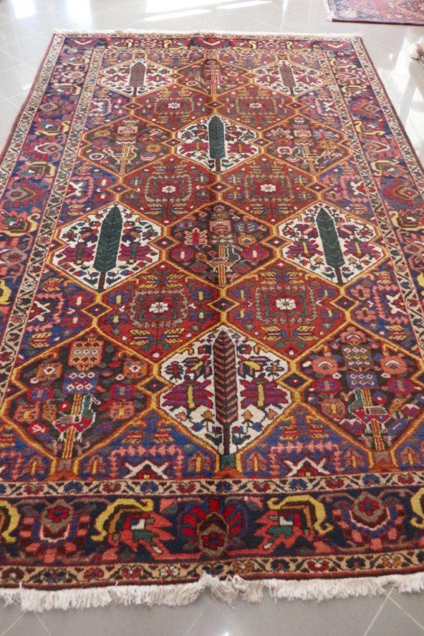 Tappeto persiano a formelle