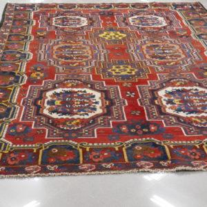 Tappeto persiano con mazzo di fiori