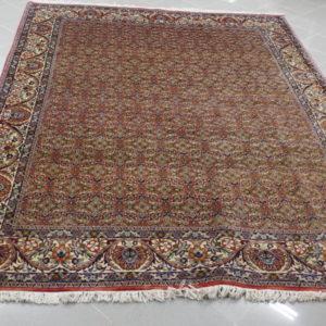 Tappeto persiano con disegno piccolo