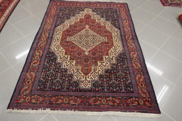 tappeto con disegni piccoli