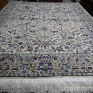tappeto a fiori chiaro