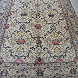 tappeto sala a fondo chiaro