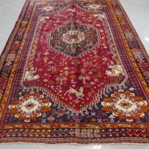 tappeto stilizzato rosso blu