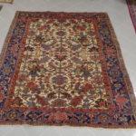tappeto Heriz antico da sala a fondo avorio
