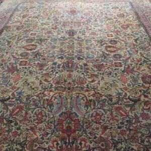 tappeto antico a fiori