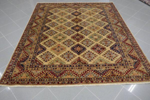 tappeto quadrato chiaro