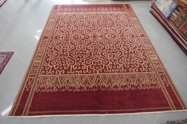 elegante e grande tappeto da sala color vinaccio