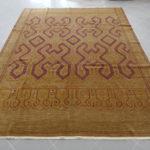 nte e grande tappeto da sala color nocciola