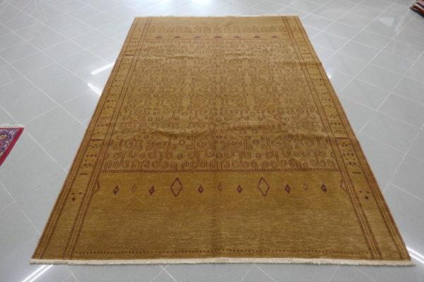 tappeto moderno armeno color beige
