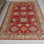 tappeto uzbek fondo rosso da sala