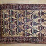 antico tappeto afshari fondo giallo con i vasi fioriti
