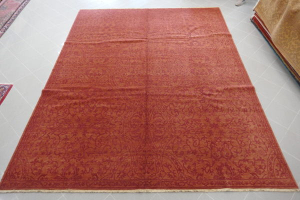 tappeto armeno moderno vintage con diverse tonalità di rosso