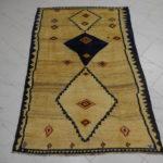 Antico gabbeh gashgai color beige con tre losanghe