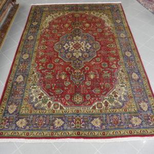 tappeto tabriz fondo rosso con il medaglione