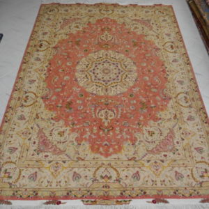 tappeto persiano tabriz da salotto color rosa e beige