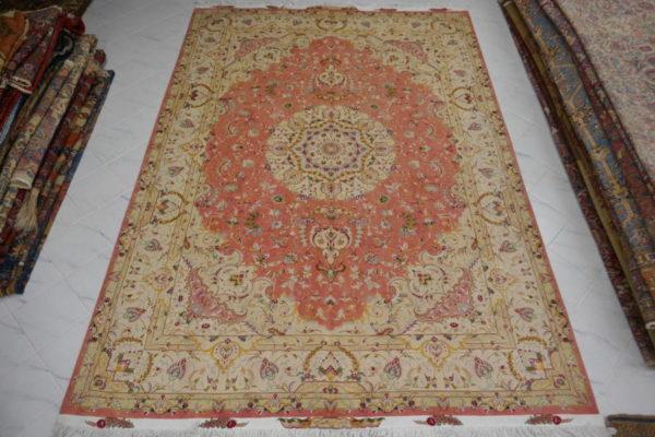 tappeto persiano tabriz da salotto color rosa e beige