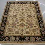 tappeto da sala beige con il bordo nero 250x200