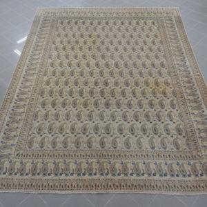 tappeto keshan da sala disegno boteh fondo avorio