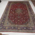 tappeto grande con il medaglione rosso e blu