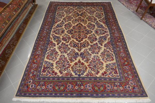 tappeto floreale a fondo avorio