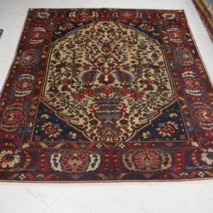 elegante tappeto bakhtiari fondo avorio