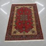 tappeto classico kum saveh da salotto fondo rosso