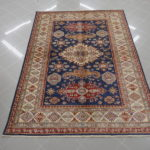tappeto kazak fondo blu da sala